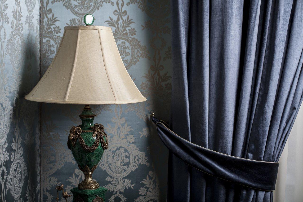 gardinen raumgestaltung mit stoff f r fenster und t ren maler fischer. Black Bedroom Furniture Sets. Home Design Ideas