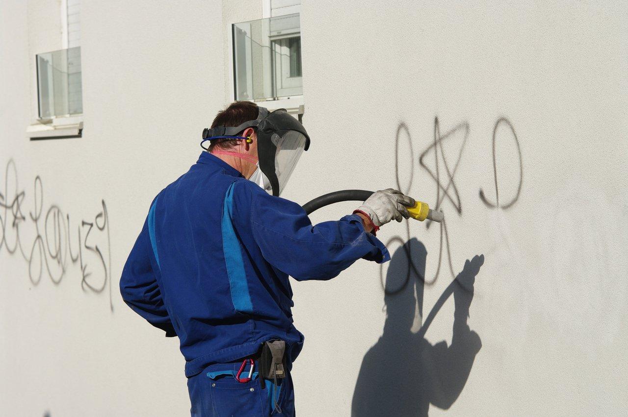 zuverl ssige und schnelle graffiti entfernung vom fachmann maler fischer. Black Bedroom Furniture Sets. Home Design Ideas